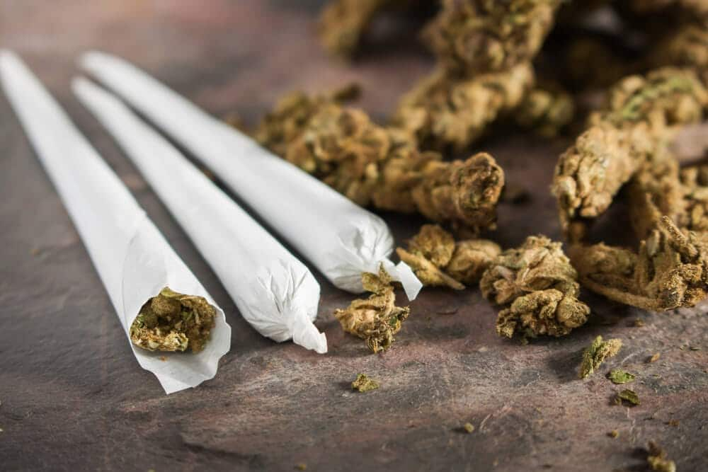 Marihuana smotana u papir za pušenje za zloupotrebu od strane zavisnika od kanabisa.