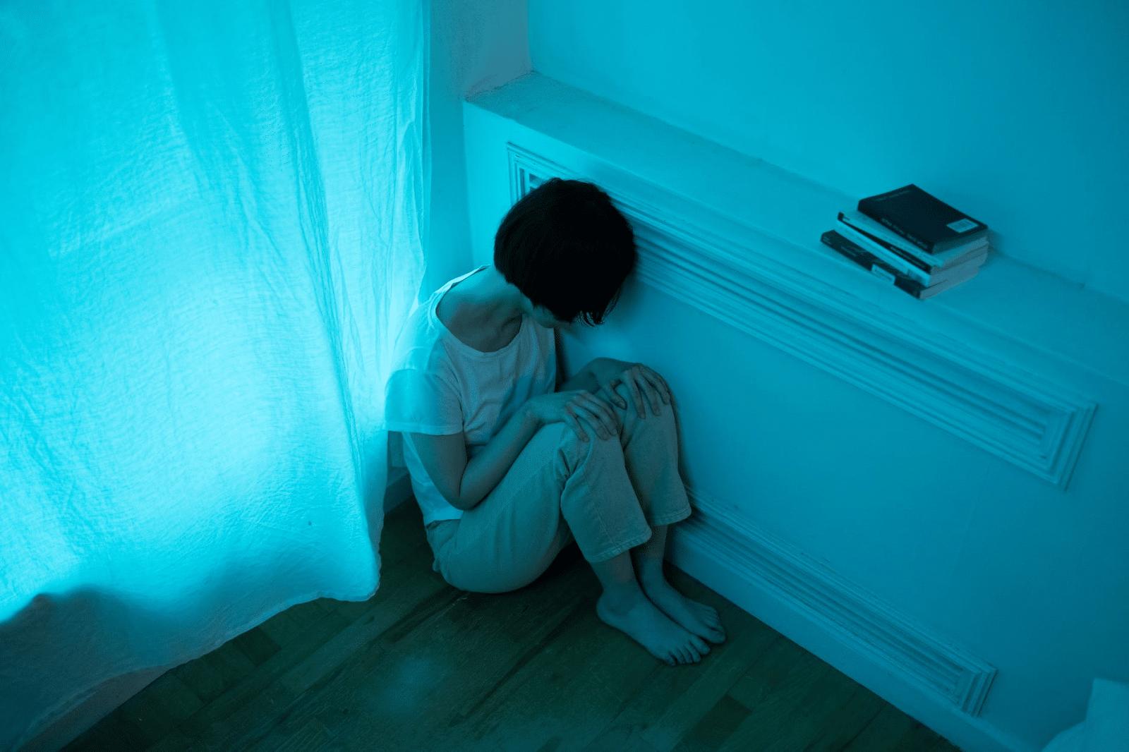 Zavisnik od kodeina koji doživljava negativne fizičke i mentalne posledice